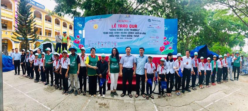 """Lễ trao tặng xe đạp """"Đồng hành đến trường"""" tại Đồng Tháp"""