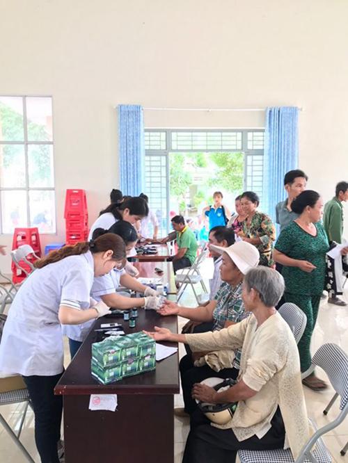 Hoạt động khám chữa bệnh cho bà con nghèo tại Long An