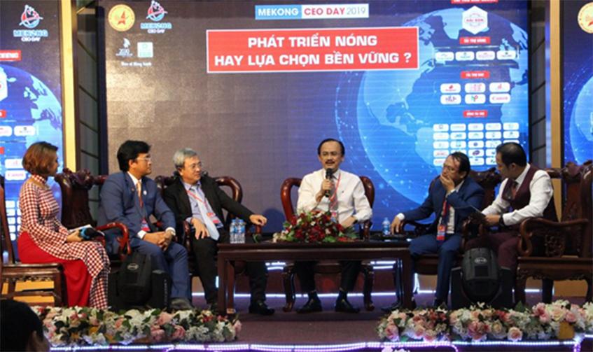 """Giao lưu tọa đàm chủ đề: """"Tư duy kiến tạo hay thương lái địa phương? Liên kết tạo sức mạnh: CEO Việt làm được không?"""""""